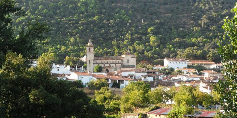 © Patronato Turismo Huelva Linares de la Sierra vista parcial de la localidad